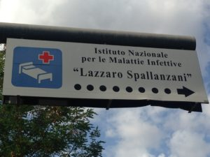Segnale stradale di accesso all'ospedale Spallanzani