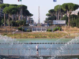 Laghetto dell'Eur con l'obelisco in prospettiva