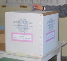 Mega astensionismo, urna elettorale