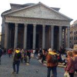 Giacimenti culturali, turisti al Pantheon a Roma