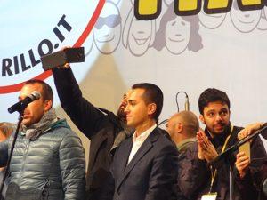 Di Maio anti sistema, Luigi Di Maio a una manifestazione del M5S