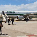 Salvataggio dell'Alitalia, Passeggeri s'imbarcano su aereo Alitalia