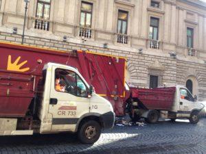 cassonetti, camion dell'AMA