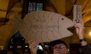 Sardine, Manifestanti con il simbolo delle Sardine