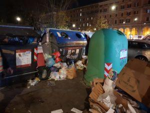 Sindaca, cumuli di rifiuti a piazza Vittorio