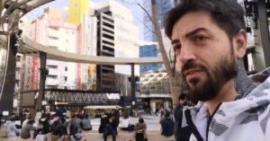 Avigan, Cristiano Aresu in un quartiere di Tokyo