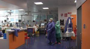 Sicurezza, Medici in un reparto di terapia intensiva a Bergamo