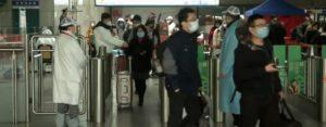 Avigan, Passeggeri all'uscita di una metropolitana di Tokyo