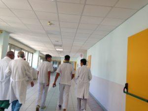 Sanità pubblica, Un gruppo di medici e infermieri
