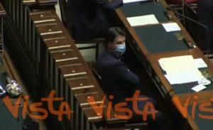 Riformismo, Giuseppe Conte alla Camera con la mascherina