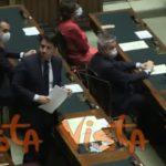 Leader, Di Maio con la mascherina alla Camera vicino a Conte
