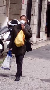 Automazione, Una donna con la mascherina