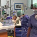 Costituzione, Sanitari in una sala di terapia intensiva nell'ospedale di Bergamo