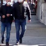 Virus indebolito, Due uomini con la mascherina