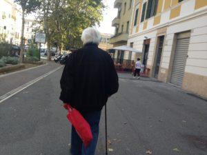 BPCO, Un signore anziano a passeggio