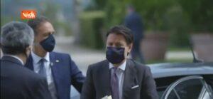 Guerriglia urbana, Giuseppe Conte con la mascherina