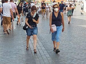 Esercito, Due turiste con mascherina a piazza di Spagna a Roma