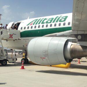 caio, Un aereo Alitalia sulla pista di Fiumicino