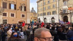 Contagi, Protesta lavoratori dello spettacolo davanti Montecitorio