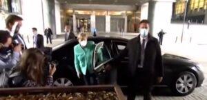 Paura del vaccino, Angela Merkel con la mascherina