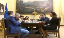 Patriota, Matteo Renzi incontra Luigi Di Maio e una delegazione del M5S