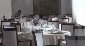 Turisti, Un ristorante vuoto nella Riviera Romagnola