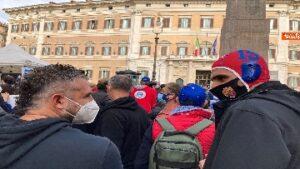 Draghi fuoriclasse, Manifestazione dei lavoratori delle palestre davanti la Camera