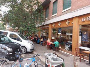 Il Gianfornaio, Clienti mangiano all'esterno del locale in Prati
