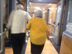 Ministero della Salute, Due anziani in una struttura
