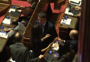 DAlema antipatico, Matteo Renzi parla con alcuni senatori