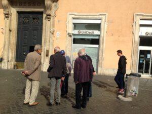 HelpAge, Un gruppo di anziani