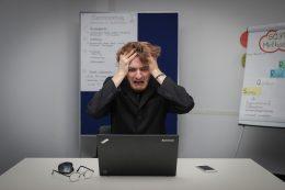 servizio online, Disperazione per il fallimento della pratica