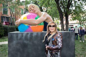 Carole Feuerman, Carole A. Feuerman con una sua scultura