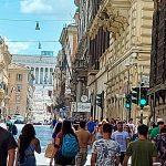 Variante Delta, Turisti a via del Corso a Roma