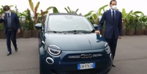 Palazzina del Lingotto, John Elkann presenta la 500 elettrica sulla pista del Lingotto