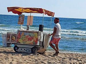 Sabaudia, Carrettino di frutta con cingoli anti sabbia