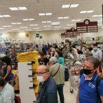 Stada, Assembramento in un supermercato per la paura di carenza di alimenti